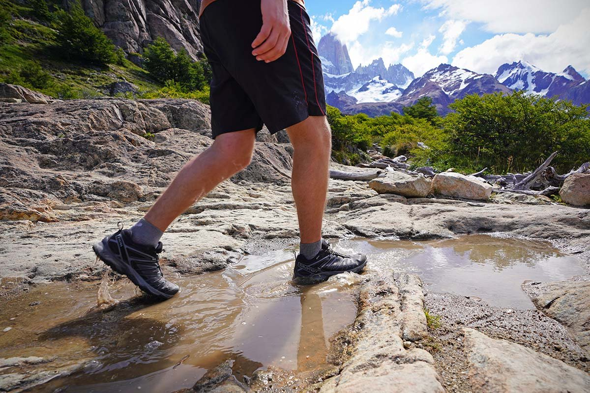 giày leo núi salomon