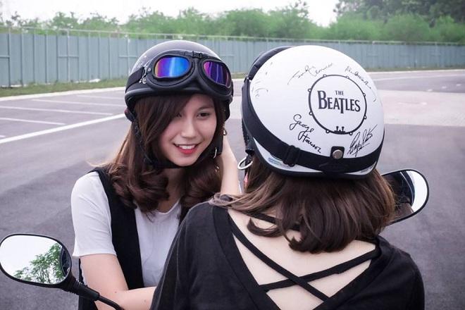 mũ bảo hiểm có kính thời trang