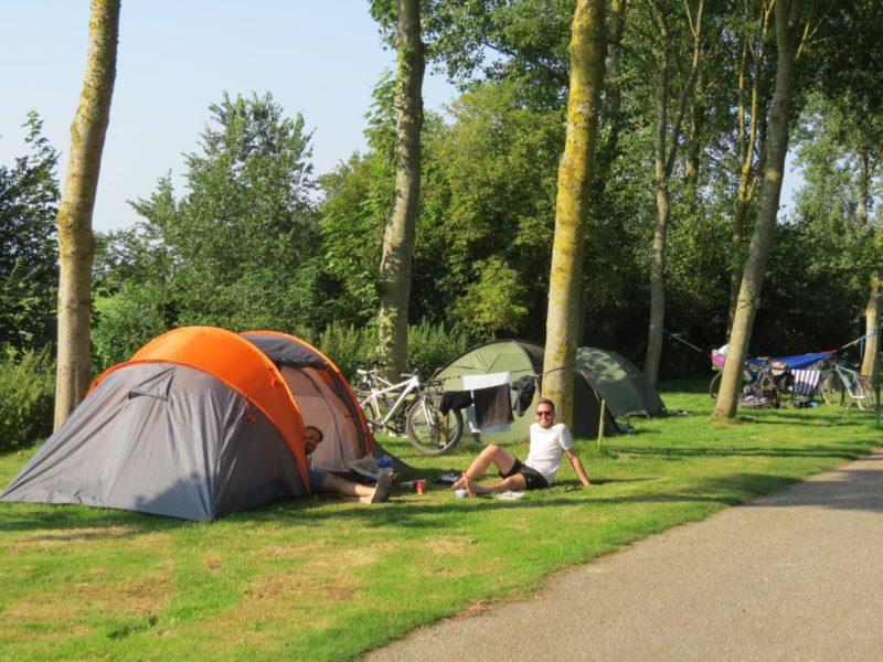 nên mua lều cắm trại loại nào
